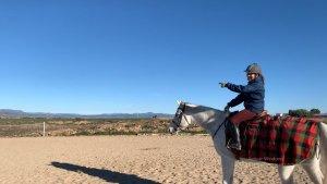 un dia en la finca con mis caballos