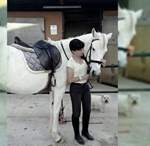 nueva amazona myriam monta a caballo foto